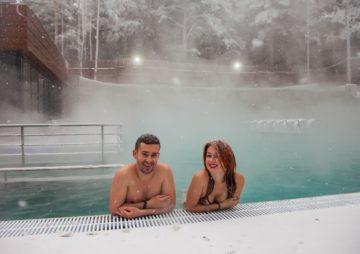 Отдых на горячих термальных источниках России зимой