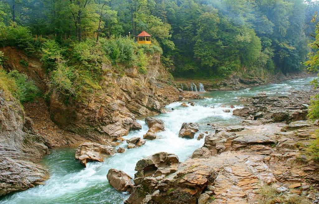 Ущелье реки Белой: достопримечательности Гузерипля