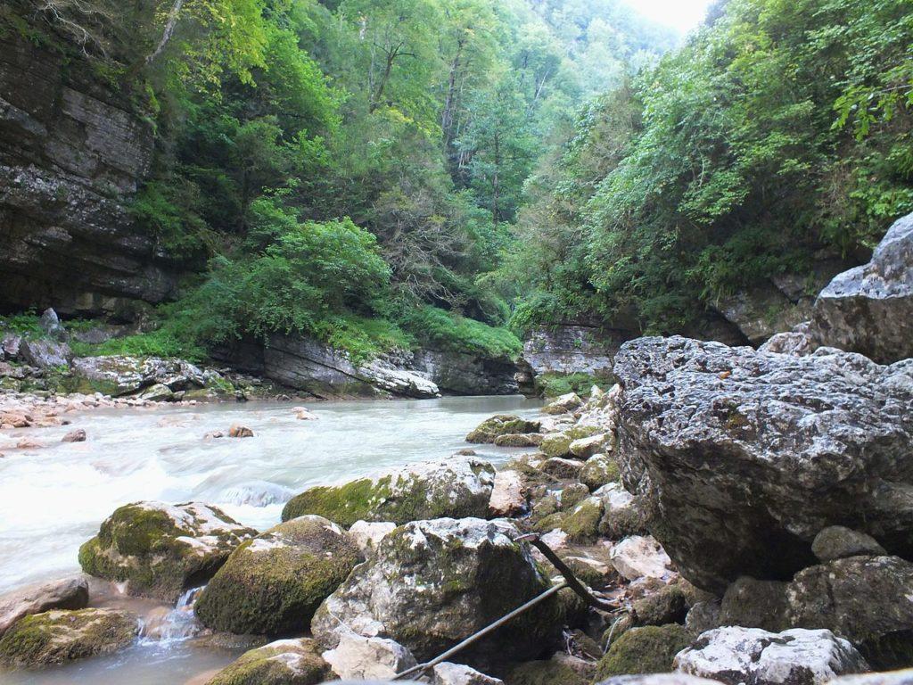 Гуамское ущелье в Апшеронском районе Краснодарского края