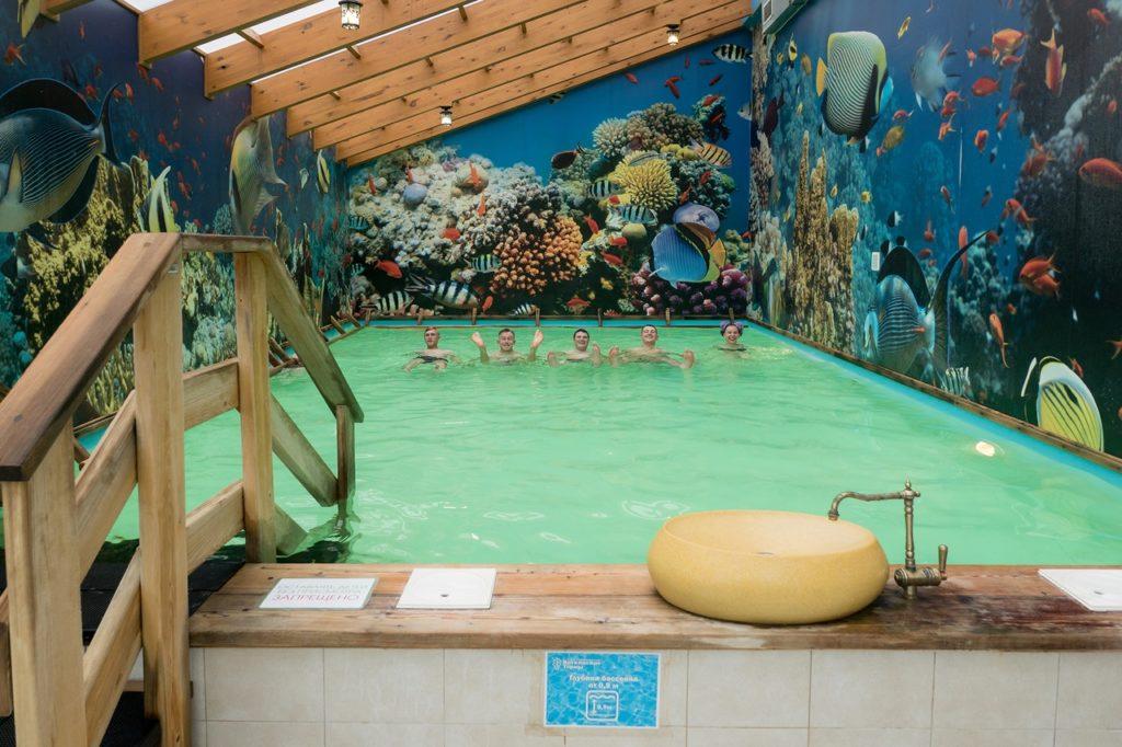 Крытый бассейн с морской водой в Воткинских термах