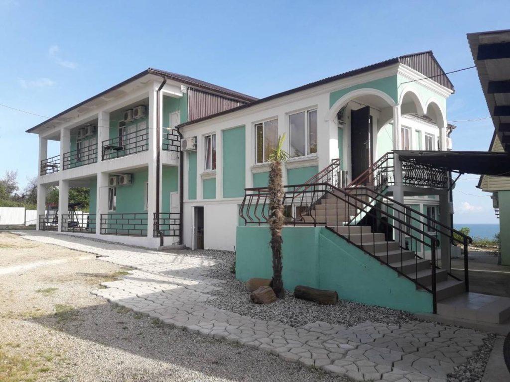 Отель рядом с горячими источниками в Приморском, Абхазия