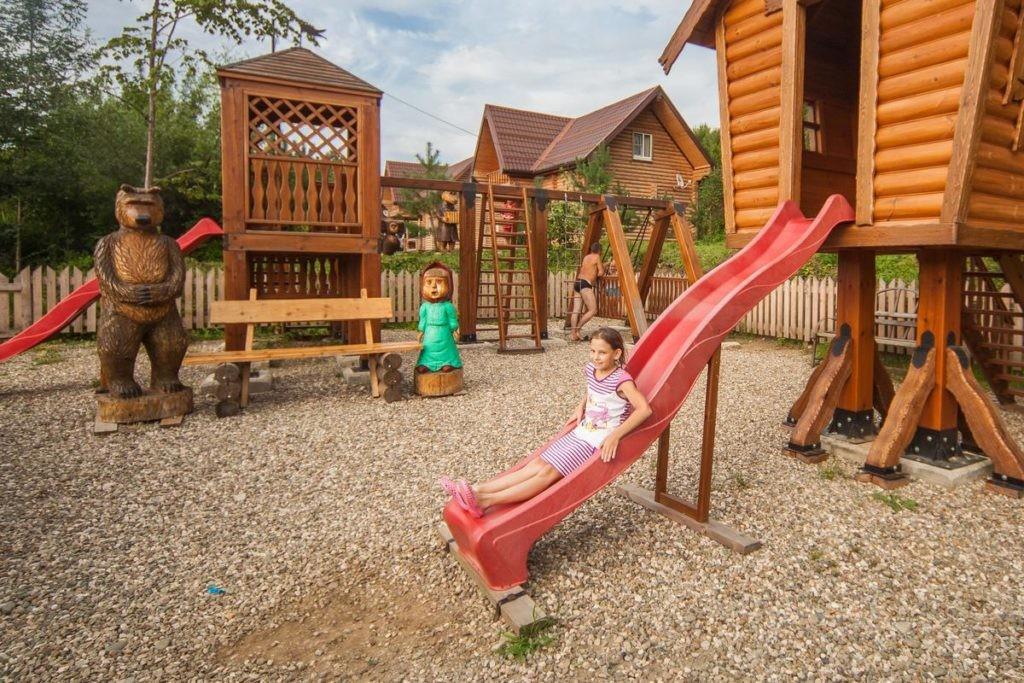 """Детская площадка на территории базы отдыха """"Водолей"""" в Гуамке"""