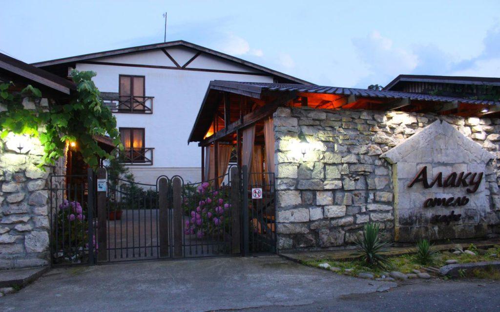 Гостиницу Алаку в Абхазии