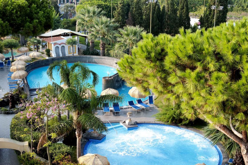 Отель с термальными бассейнами Hotel La Reginella Resort & Spa 4* на Искье